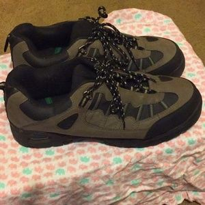 Wrangler steel toed shoe